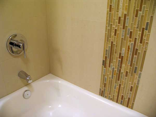 Simple modern bathroom tile design